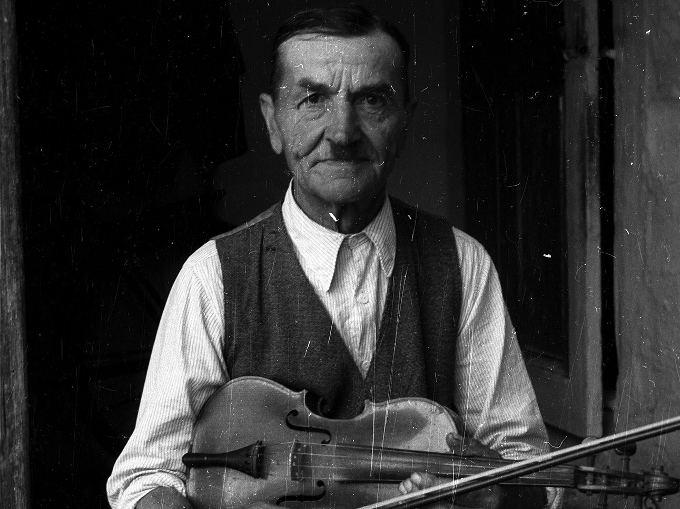 mężczyzna, muzyka ludowa, podkarpacie, rzeszowszczyzna, skrzypce, ubiór,